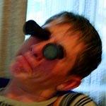 Новинка: двойной лорнет с затемнёнными стёклами позволяет следить за затмением в оба глаза