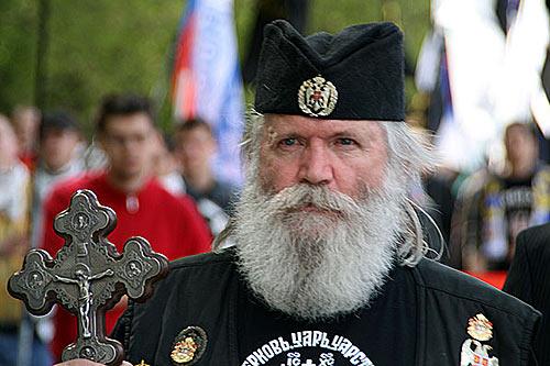 Главой и основателем Союза православных хоругвеносцев является Леонид Донатович Симонович-Никшич