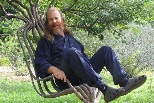 Кресло Петера из живого дерева.