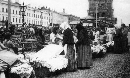 Кооперативная торговля мануфактурой на Сухаревском рынке в Москве. 1925 год