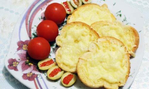 Гренки с сыром и томатами пришли в нашу кулинарию из Италии