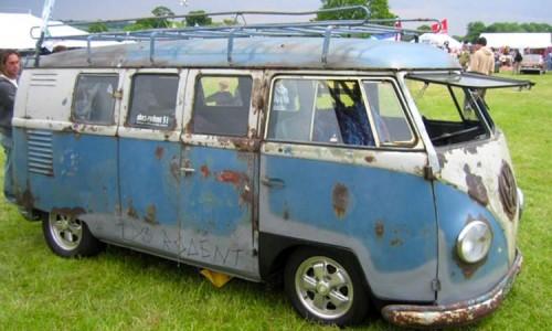 Старый VW на ежегодном шоу BeetleMania в Германии.