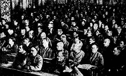 """Делегаты пленума ВЦСПС УССР внимательно слушают доклад т. Когана. """"Труд"""" 14 апреля 1928 года."""