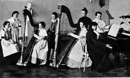 Урок игры на арфе в Смольном институте.