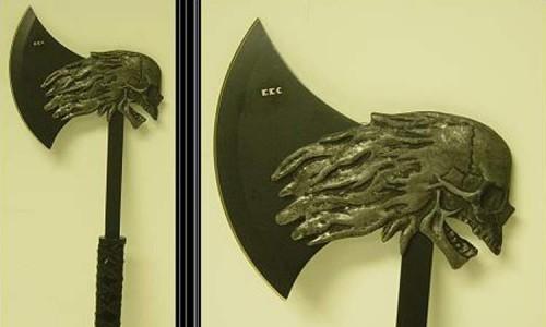 Современная стилизация боевого топора эпохи неолита, сделанная из современных материалов.