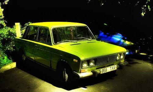 """ВАЗ 2106, покрашенный в очень дефицитный в СССР цвет """"неон""""."""