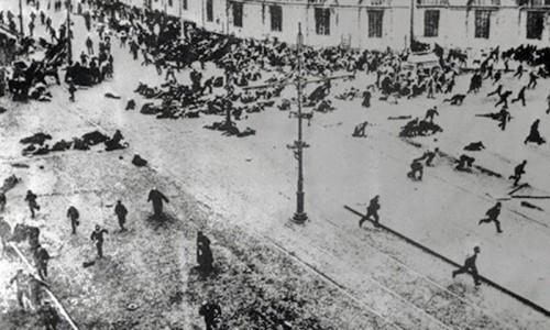 Расстрел демонстрации в Петербурге. 1917 год.