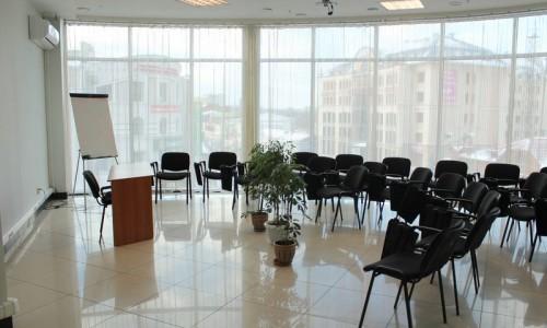 Конференц-зал в Челябинске: компания ВЦ СофтСервис. азработка, внедрение и сопровождение систем автоматизированного учета и управления бизнесом на платформе 1С:Предприятие.