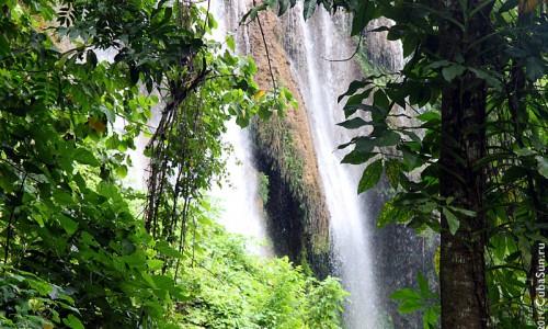 Водопад на Кубе в горах неподалёку от города Тринидада.