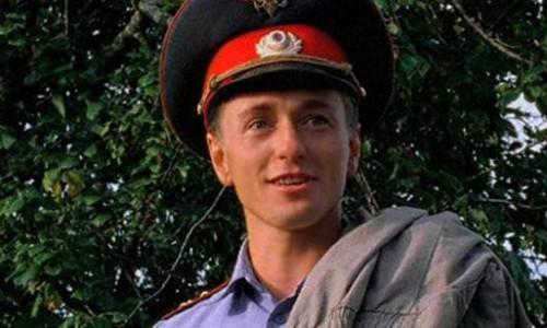 Сергей Безруков в роли участкового инспектора.