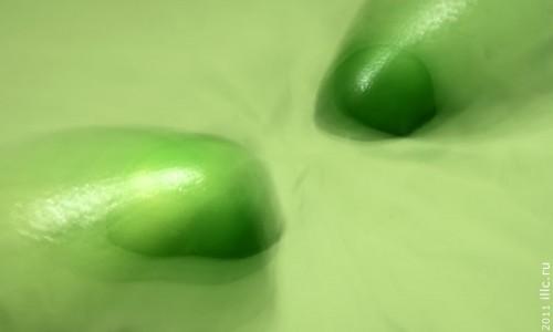 Зелёное.