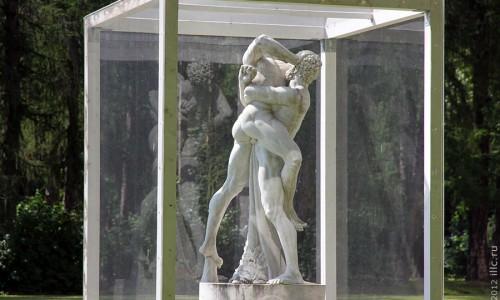 Статуя в Архангельском.
