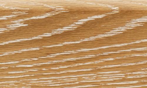 Настоящий деревянный плинтус.
