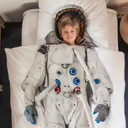 Постельное бельё для будущих астронавтов.